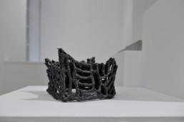 Esben Klemann - sans titre - céramique grise - Galerie Maria Lund - vue expo migrations